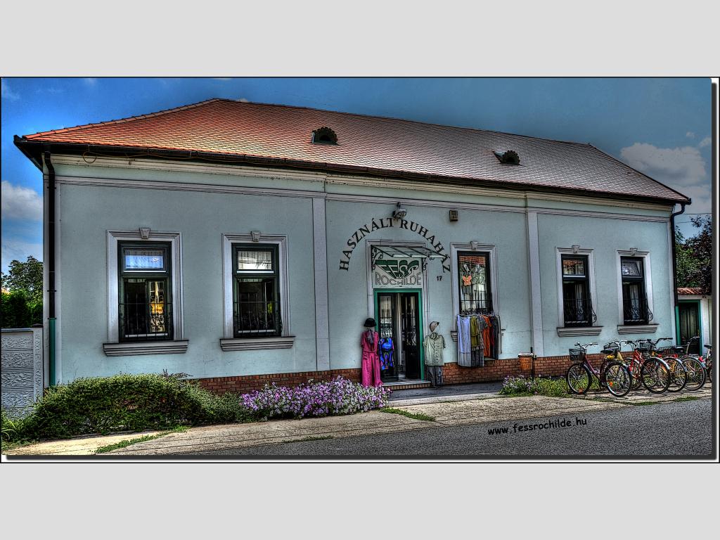 Fess Rochilde Használtruha Ház